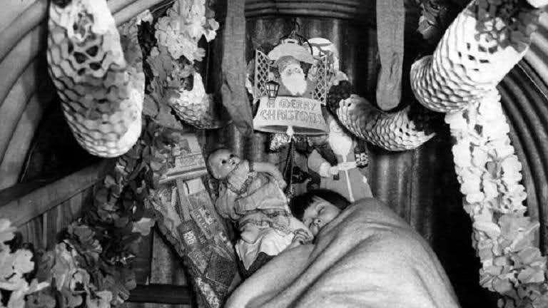 Christmas Decorations During Ww2 : Christmas during the second world war vintage everyday