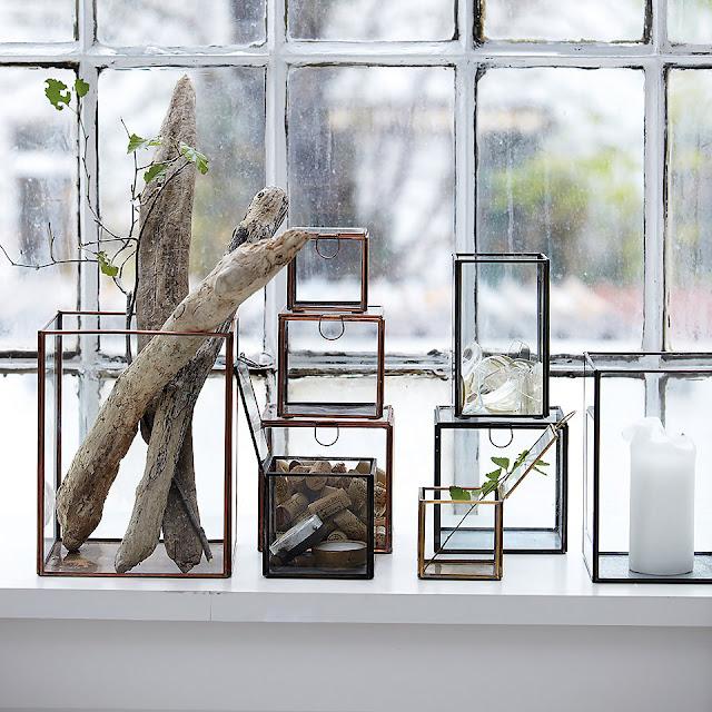 http://www.bidulesetmerveilles.com/les-boites/1955-vitrine-noire-house-doctor-grande.html