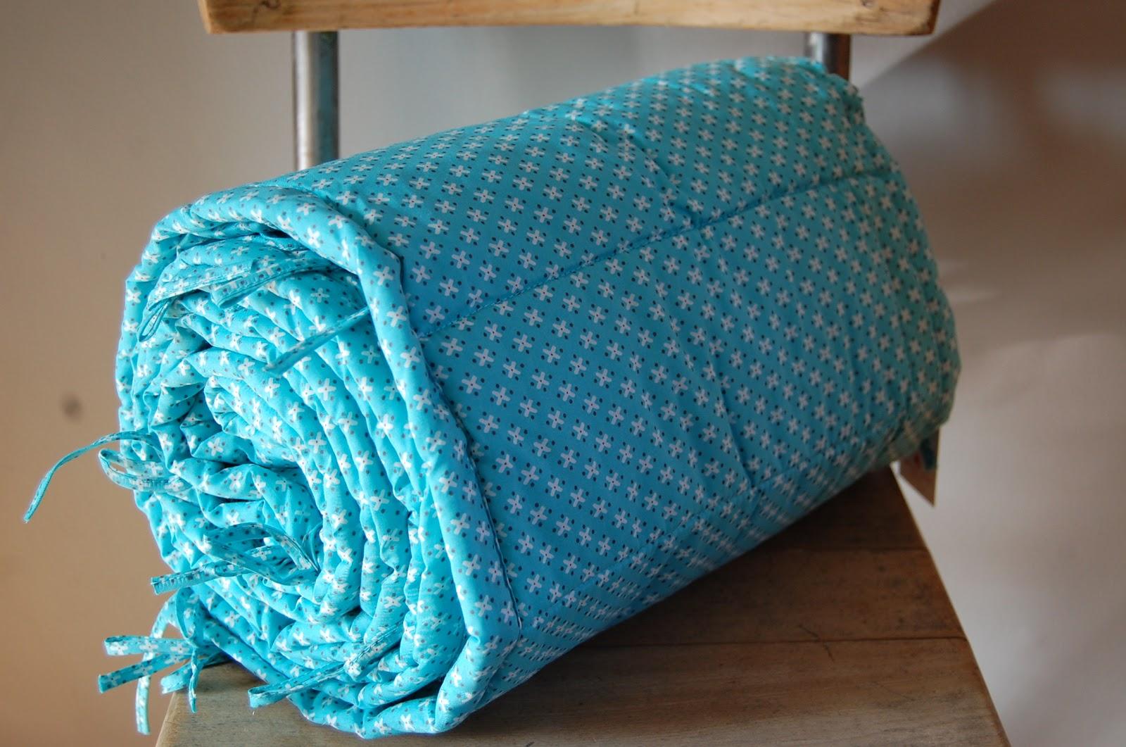 la liste bis de l on tour de lit petit pan 42. Black Bedroom Furniture Sets. Home Design Ideas