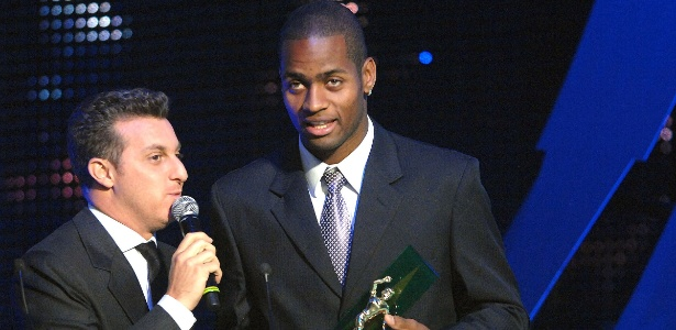 Festa dos melhores jogadores de 2011, festa seleção do brasileiro, Dedé recebe o prêmio de craque da galera