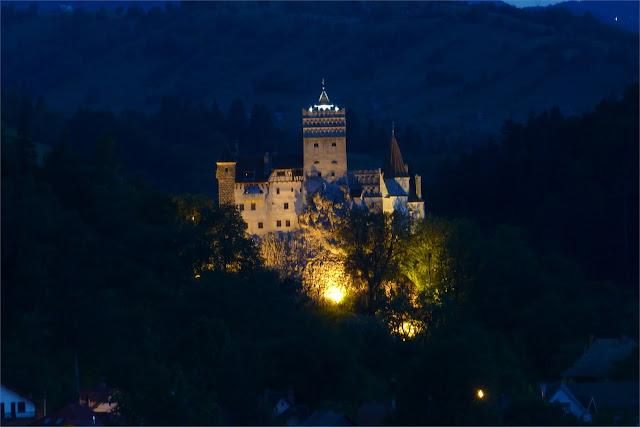 Vista nocturna del Castillo de Bran