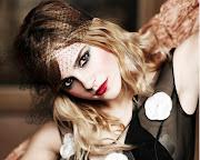 Emma Watson is so cute. Fashionable