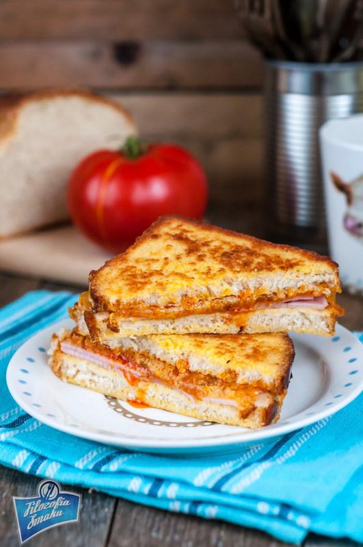 Kanapka z serem i szynką