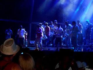 Um show de arte e cultura da banda Monobloco agitou Niterói.