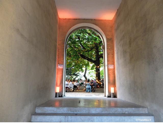 terrasse l'été de Saint-Germain des prés cour palais abbatial abbaye marronnier Paris 6ème ThatsMee.fr