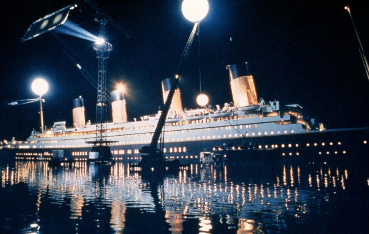 titanic review Janet maslin reviews movie titanic, written and directed by james cameron, starring leonardo dicaprio and kate winslet photos (m.