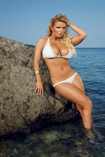 busty Russian singer Anna Semenovich bikini photo