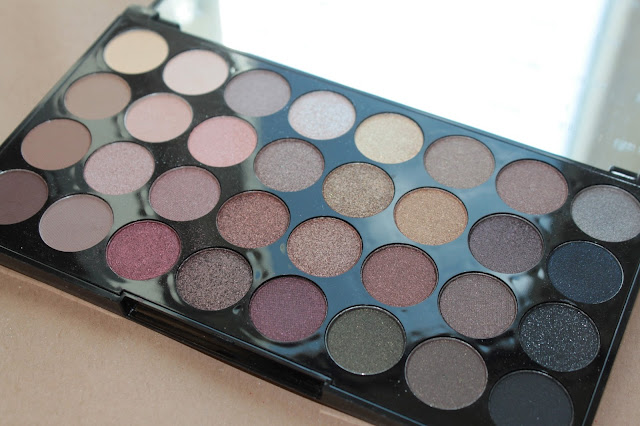 Палетка теней Ultra 32 Shade Eyeshadow Palette FLAWLESS