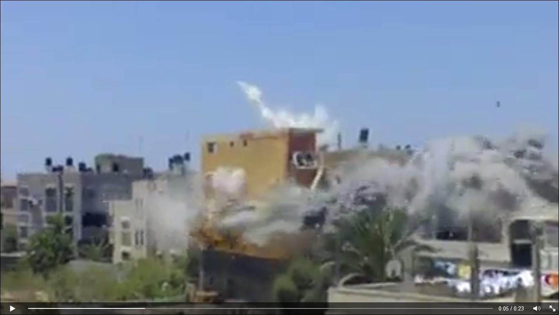 مقطع مخيف لمنزل يقصف من اليهود في غز