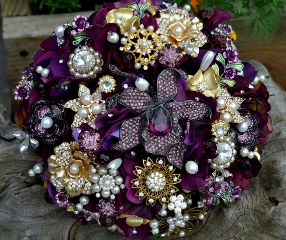 Bridal Bouquet Made Of Jewels : Lillys lace brooch bouquets miranda lambert s new