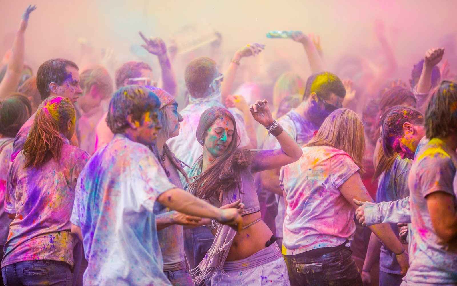 Hot Wallpapers for Holi 2015 Celebration