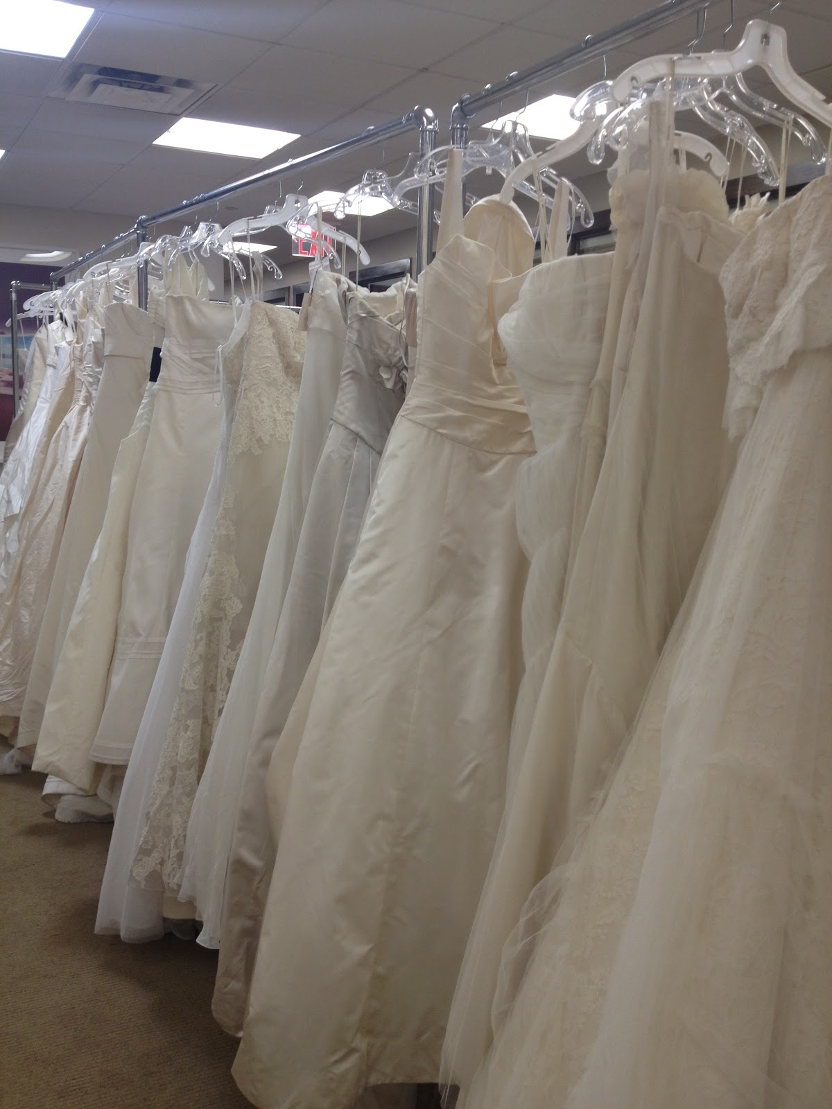 New York à la Keiko: In pictures: Vera Wang bridal sample sale ...