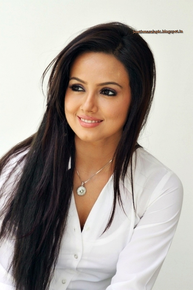 Revealing Thighs http://southmasalapic.blogspot.com/2012/10/sana-khan-latest-hot-images-revealing.html