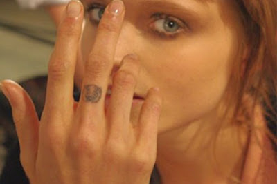 abbeylee finger tattoo