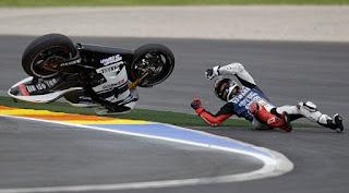 Lorenzo Jatuh di Moto GP Misano 2015