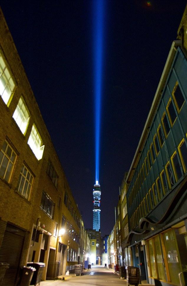 pedang laser gergasi di Menara BT