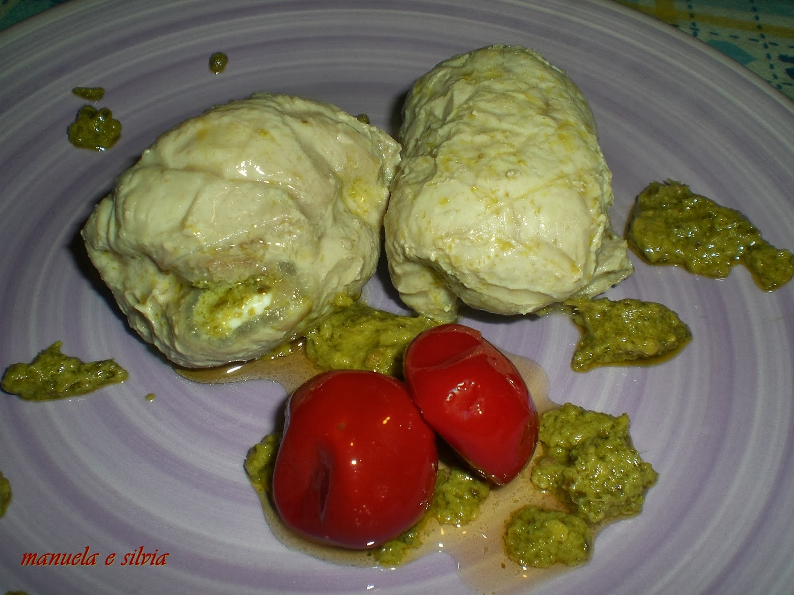 involtini di lonza ripieni ai pomodorini piccanti su pesto di pistacchi