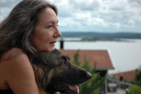 Ramona Fransson är deckarförfattare och skriver verklighetsbaserade deckare.