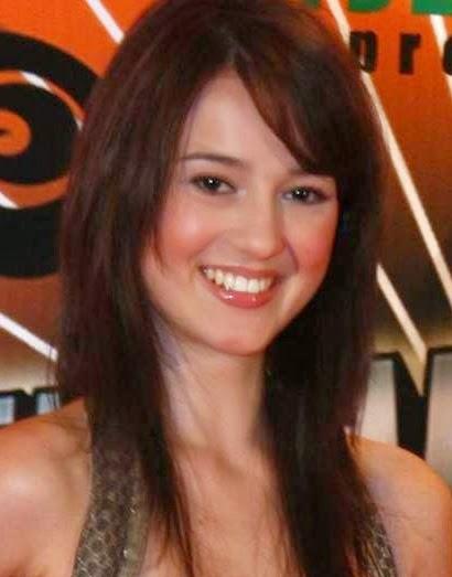 Biodata Julie Estelle