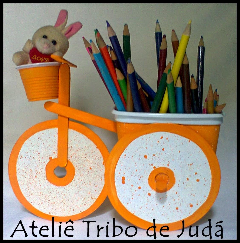 Aparador Westwing ~ Ateli u00ea Tribo de Judá Reciclagem bicicleta com pote de margarina, cd, palito de picolé