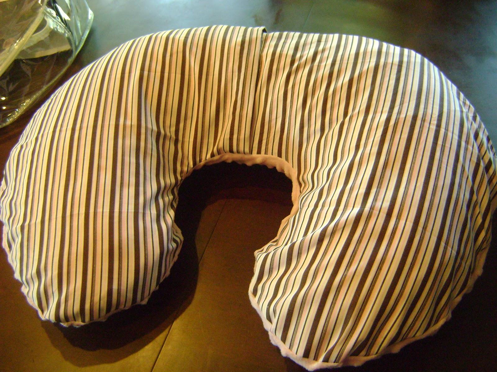 & Kalleymade: Make a Boppy Slipcover: Tutorial pillowsntoast.com