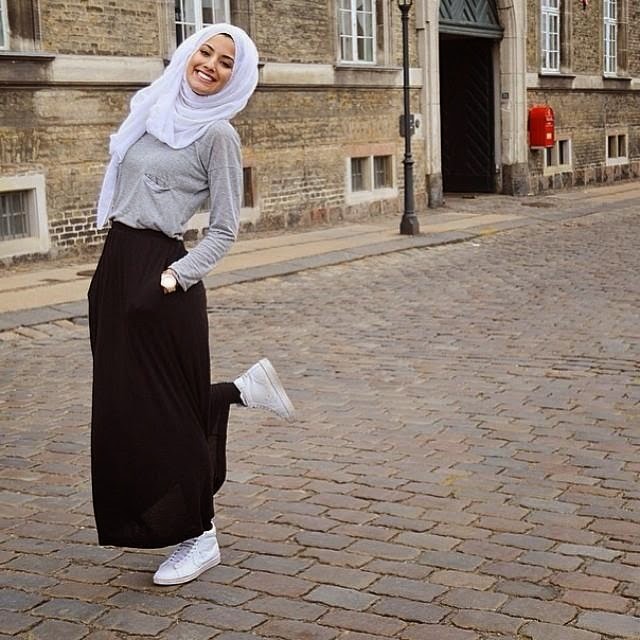 Hijab Vintage how to wear a black skirt?
