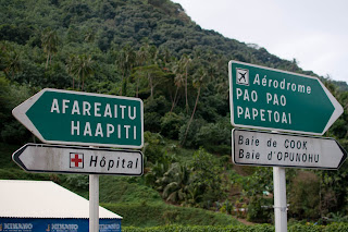 moorea street signs