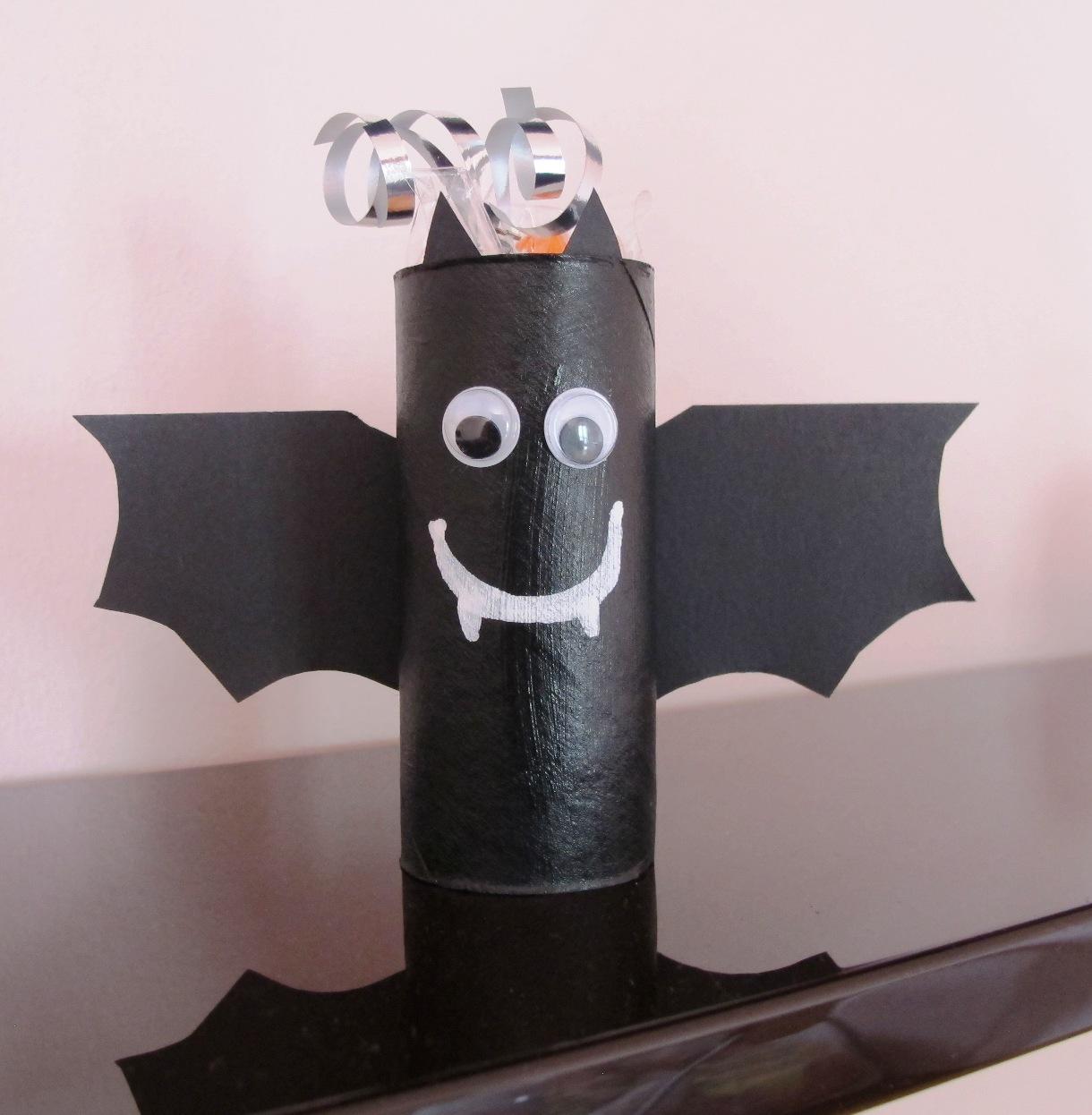 Angolino di liana lavoretto per halloween pipistrello - Contorno immagine di pipistrello ...