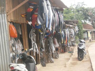 spere part,merek motor,warung Bambu,kios loak,spare part motor,Pom Bensin cigutul,onderdil