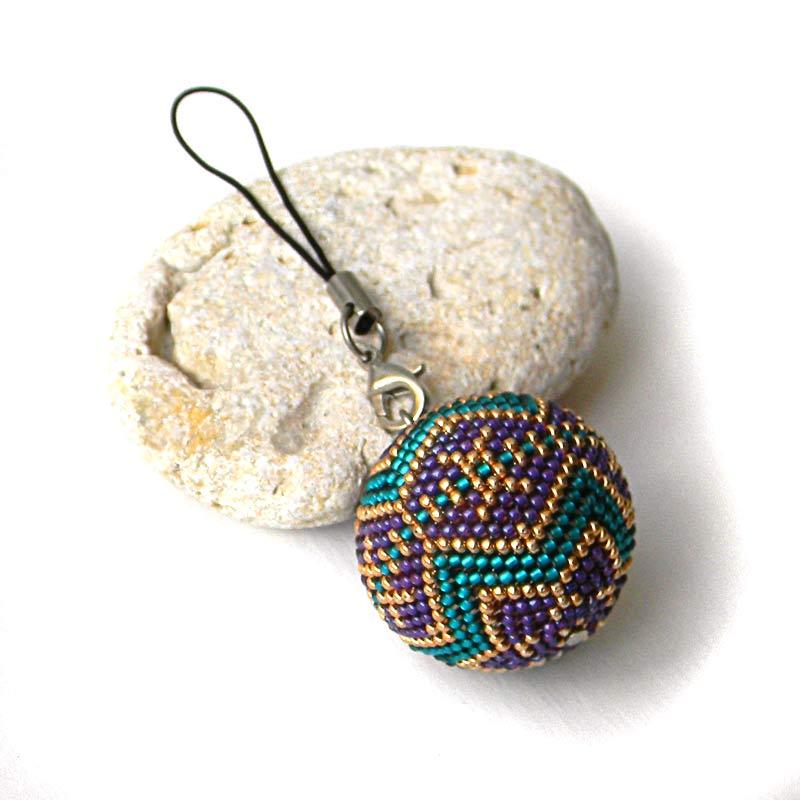 Бисерный шарик - брелок / ёлочное украшение