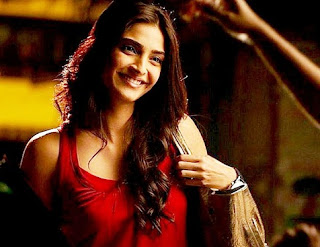 Sonam Kapoor Hot Pics of Thank You Movie