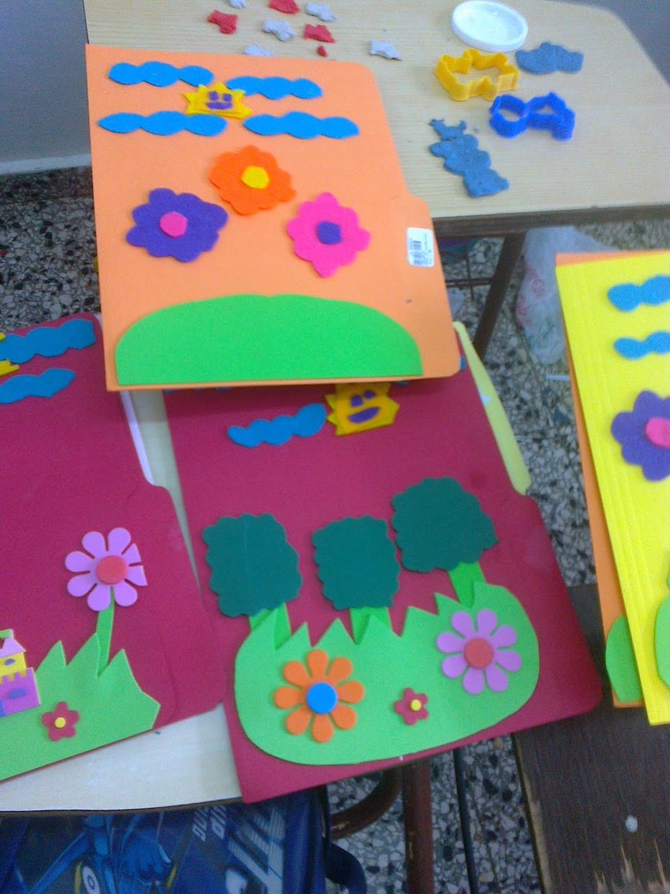 Entretenimientos infantiles decoraci n de folder con los for Decoraciones para trabajos