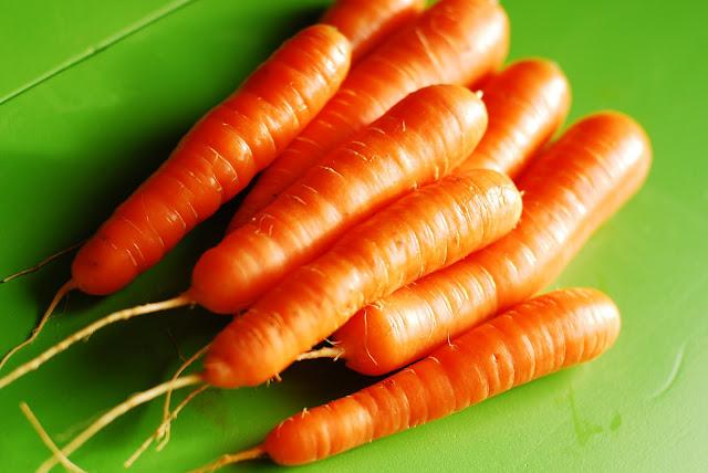Cách trị mụn bằng cà rốt