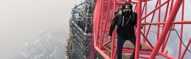 Dois Homens Escalam a Segunda Maior Torre do Mundo em Shanghai na China