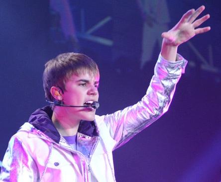 Wah sayang ya hanya bisa lihat Foto Konser Justin Bieber coba aja