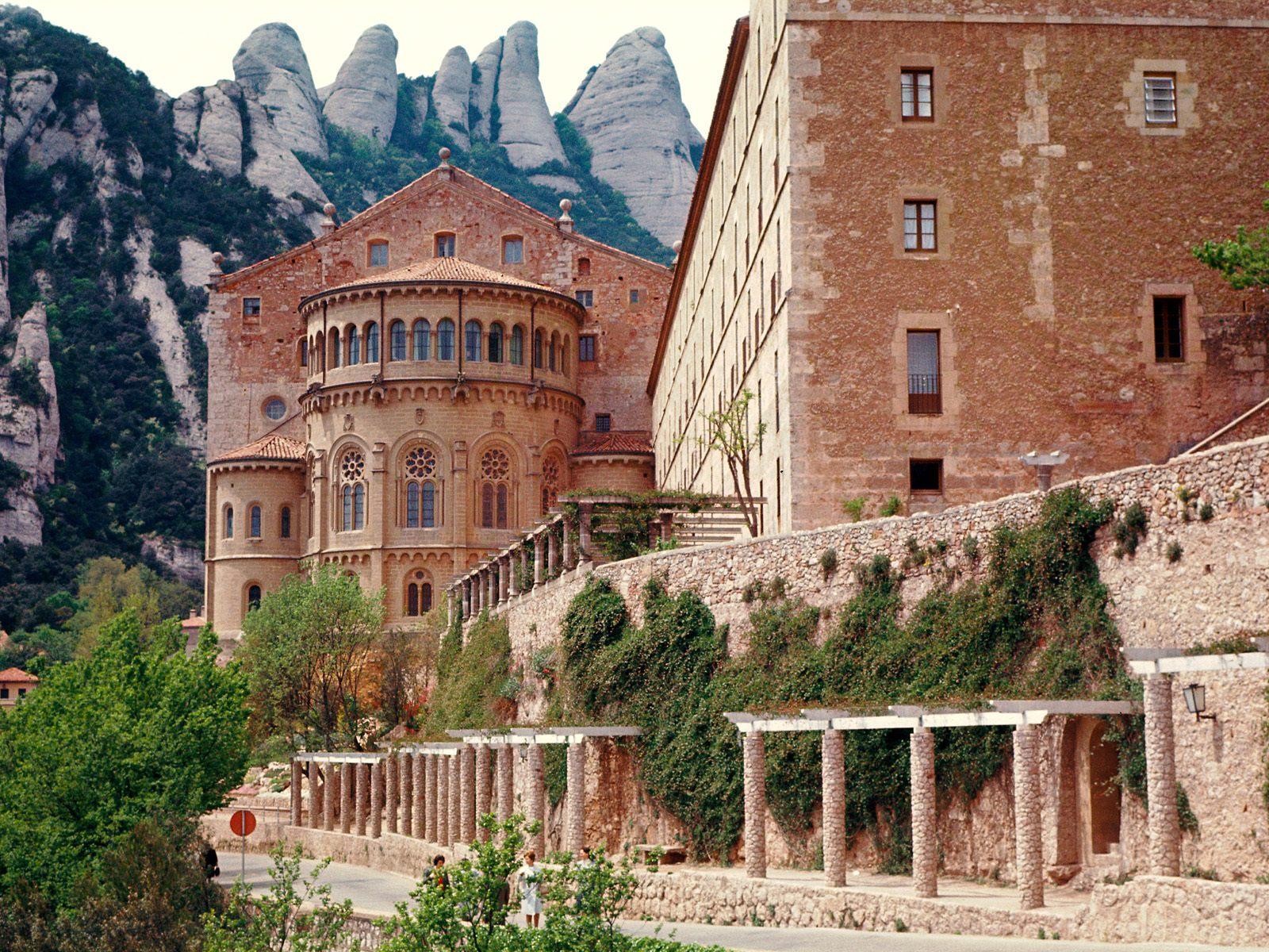 http://1.bp.blogspot.com/-lI-BwmAbiWc/UEF4YjB1FBI/AAAAAAAAOug/as0aN9VAZO0/s1600/spain40-Monastery-of-Montserrat.jpg