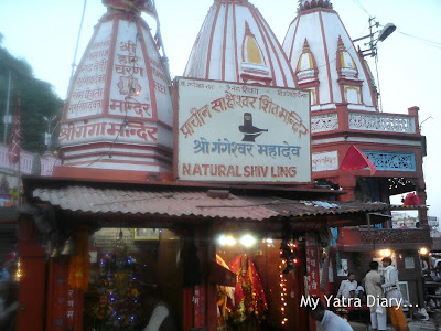 A temple on the banks of the River Ganga at the Har Ki Pauri Ghat in Haridwar