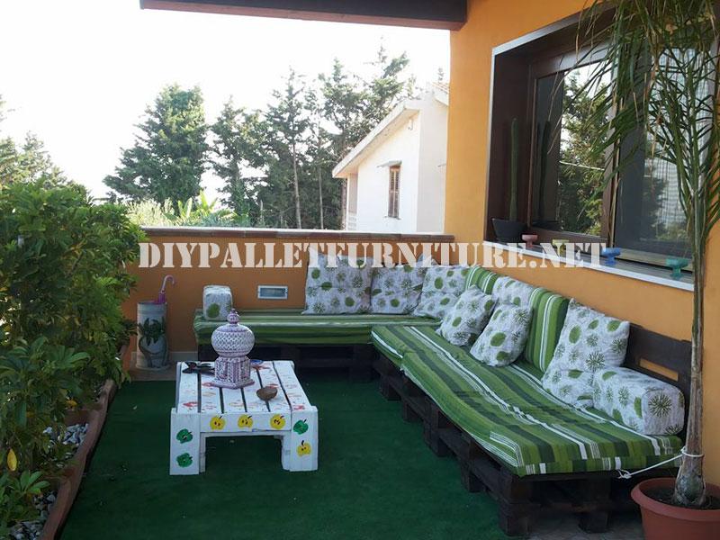 Sof exterior con palets for Sofa exterior terraza