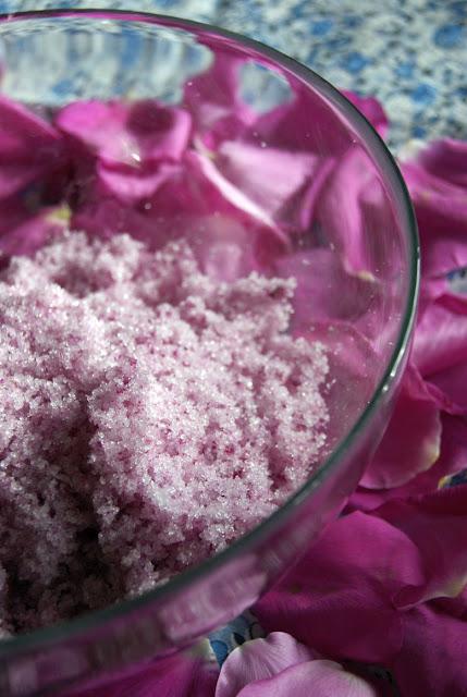 cukier rozany, domowy przepis, zdrowa kuchnia, kwiaty jadalne, ciekawy deser, dla dzieci, prosto z ogrodu