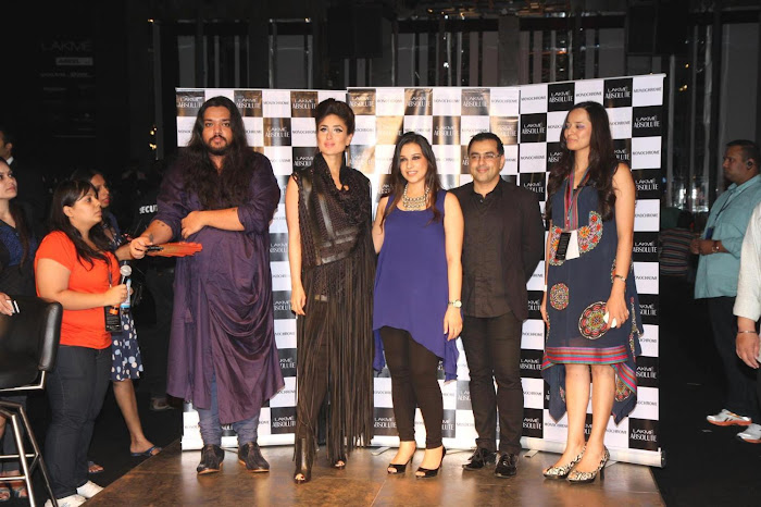 kareena kapoor stopper for designers pankajnidhi lfw 2012. hot photoshoot