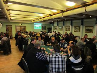 Der Saal im Vareler Tivoli war gut gefüllt: Fast 90 Spieler fanden sich zum Event von Friesland Poker ein.