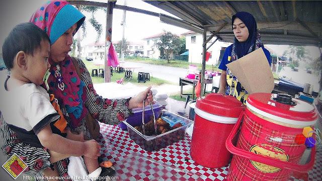 Nasi Lemak Ayam Goreng Berempah Taman Nusantara