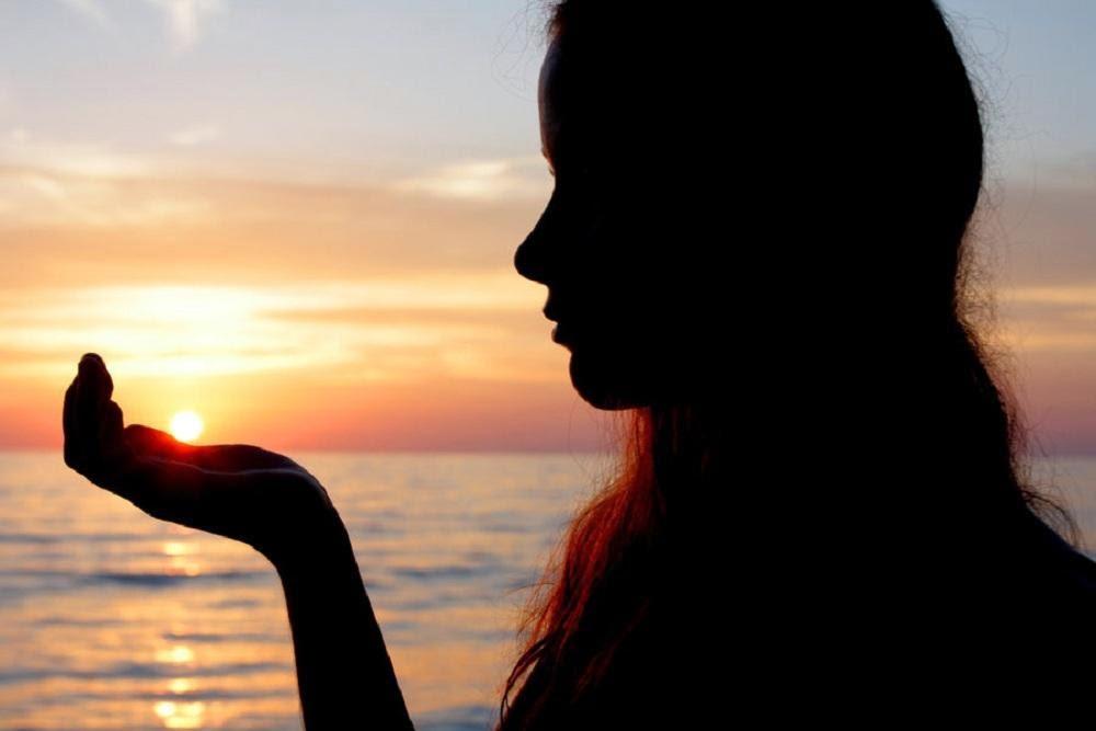 غروب الشمس فتاة