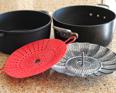 Silicone and metal steaming baskets, which one is better?