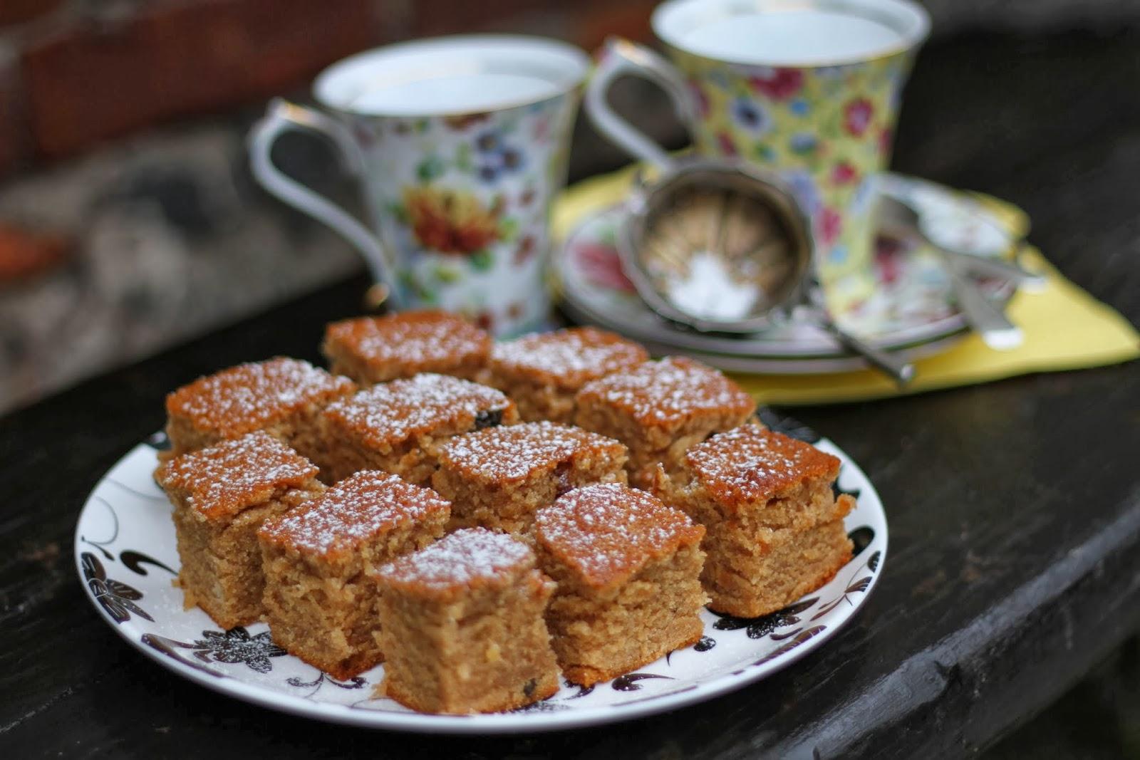Braškės su pipirais: Majestic and Moist Honey Cake