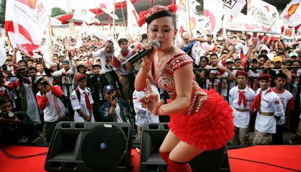 Penyanyi Dangdut Laris Manis Menyemarakkan Pemilu Presiden 2014