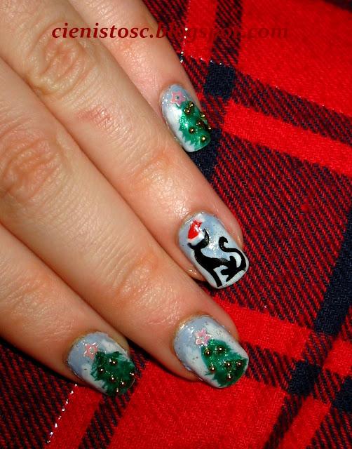 """Bożonarodzeniowe paznokcie z choinkami i kotkiem na trzeci tydzień projektu """"Poznaj metody zdobienia paznokci"""""""