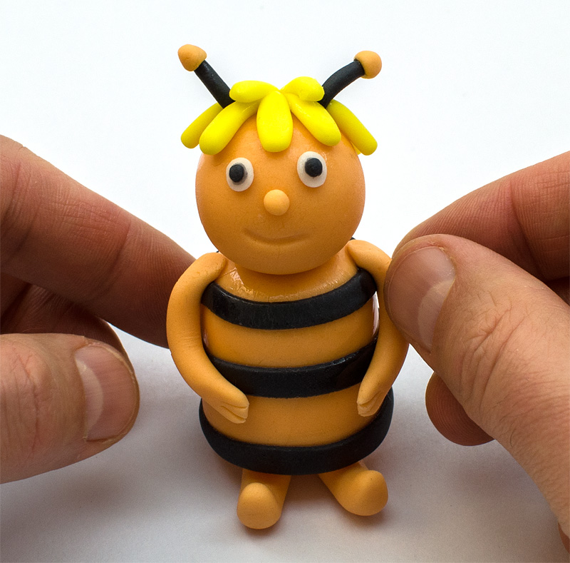 Bee Maya fondant figure arms on body