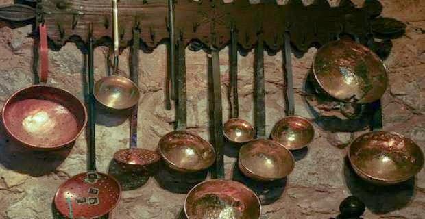 la fabricacin artesana de todo tipo de ollas cacerolas y utensilios de cobre