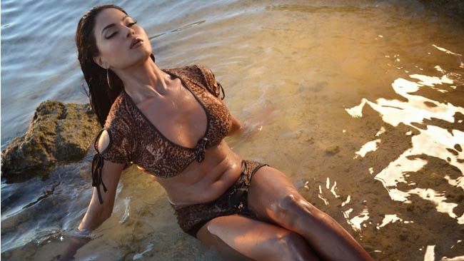 Veena Malik in bikini hot bold photoshoot free